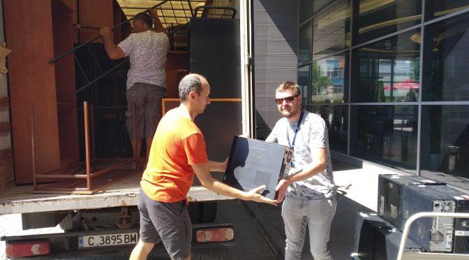 Камион дарения потегли за Северозапада
